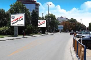 Двете съоражения се намират на пл. Възраждане (пред община Пазарджик)